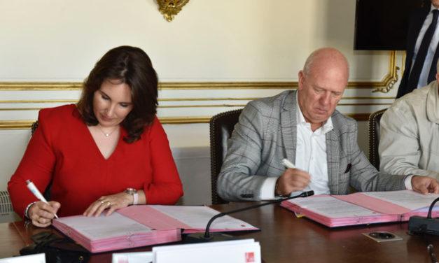 Accord-cadre 2019-2021 : l'UNSA, la CFDT, la CGC et la CGT signent l'accord avec Éric LOMBARD, Directeur général de la CDC