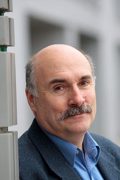 Interview de Luc Bérille, Secrétaire général de l'UNSA nationale à Actuel CE journal en ligne des éditions législatives